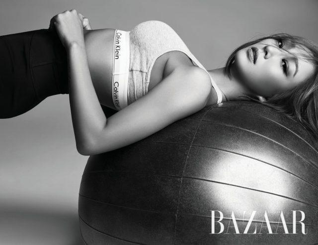 '달리' 뮤직비디오에서 착용해 화제가 되기도 했던 그레이 컬러의 모던 코튼 브라렛은 6만9천원으로 Calvin Klein Underwear, 크리스 크로스 핏 쇼츠는 8만9천원으로 Calvin Klein Performance 제품.