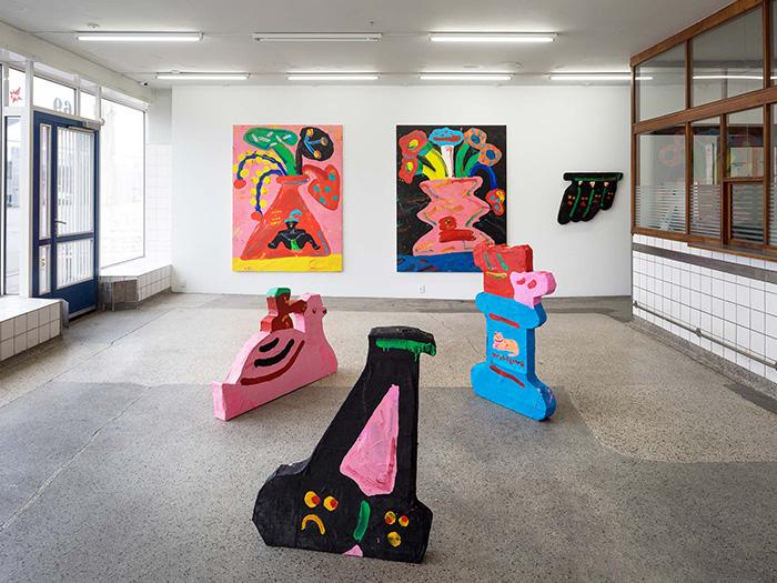 덴마크 코펜하겐의 V1 갤러리(V1 Gallery)에서 선보인 <로맨틱 멜로디 Romantic Melody>의 설치 작업물.