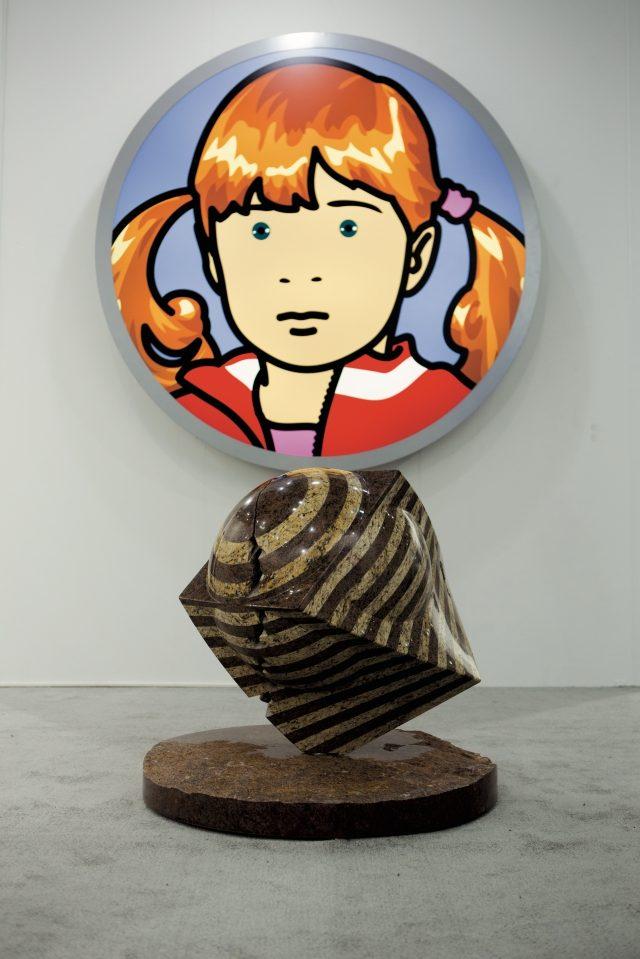 박은선 작가의 대리석 조각과 줄리언 오피의 작품 등을 선보인 더 페이지 갤러리.