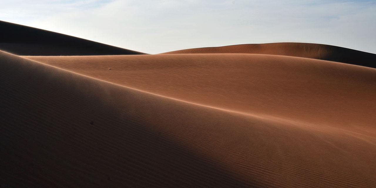 """섬세한 연출력으로'1박2일'제2의 전성기를 이끌었던 유호진PD가 새 프로그램을 위해 오만의 아라비아 사막으로 항했다. """"탐험이 좋은 것은 모종의 후일담을 남겨준다는 것이다."""" 유호진PD의 말이다.신비롭고도 막막한 땅, 사막이 남긴 후일담은 다음과 같다."""