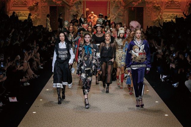 '패션 예배'를 주제로 펼쳐진 돌체 앤 가바나 컬렉션.