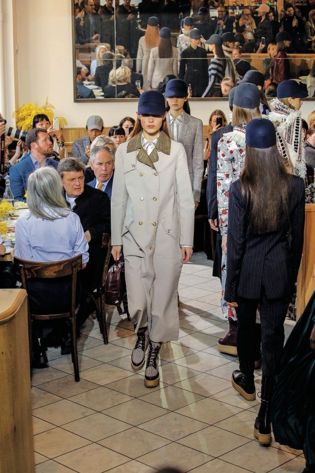 이탤리언 레스토랑 카페 알트로 파라디소에서 소규모로 진행된 컬렉션.