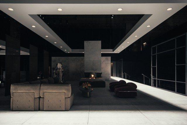 홈 컬렉션과 빈티지 제품들로 꾸며진 쇼장은 도심 속 럭셔리 아파트를 떠오르게 했다.