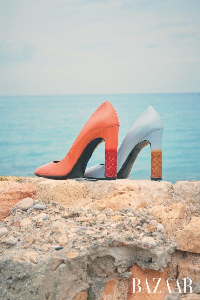 뒷굽에 인트레치아토 패턴과 그러데이션 기법이 가미된 펌프스는 모두 83만5천원으로 Bottega Veneta 제품.