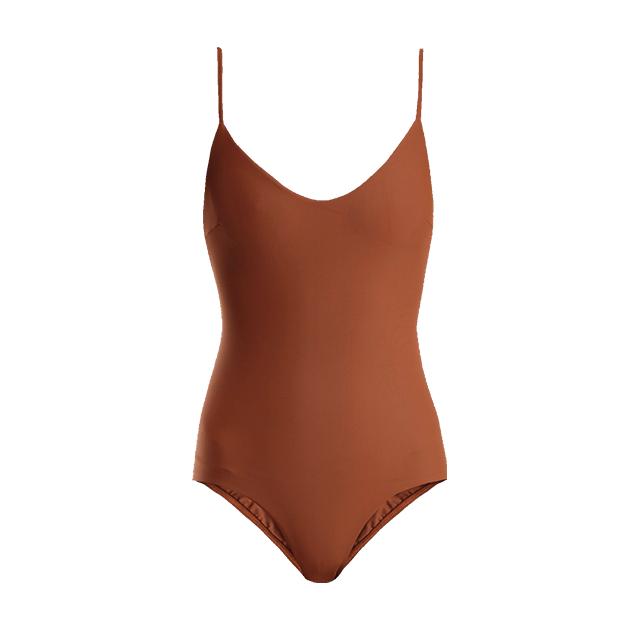 사막의 풍경이 고스란히 느껴지는 클래식한 수영복은 Matteau