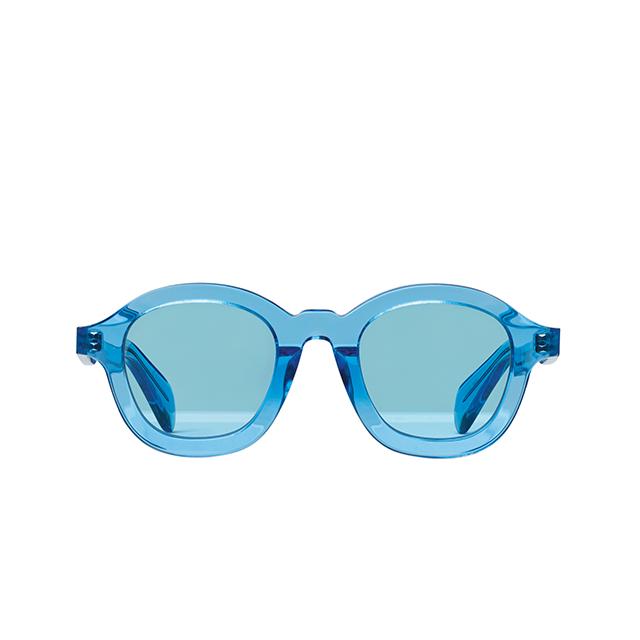 휴가의 기분을 끌어올려주는 산뜻한 선글라스는 Céline
