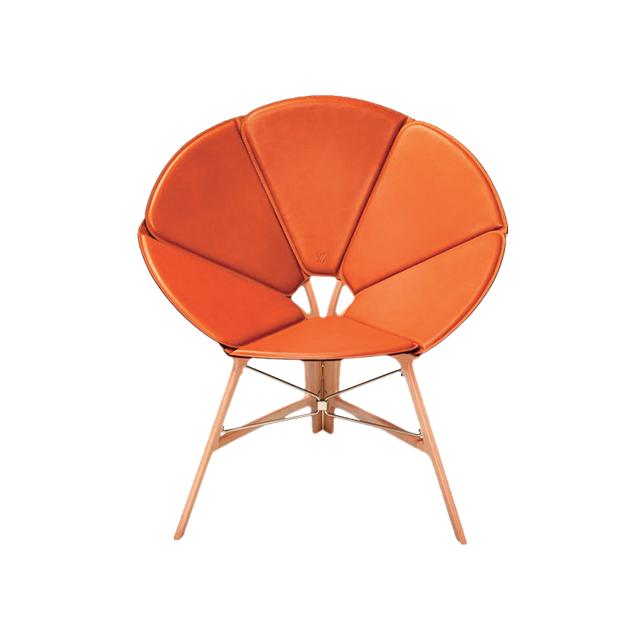 테이블로 변신 가능한 접이식 여행용 의자는 Louis Vuitton