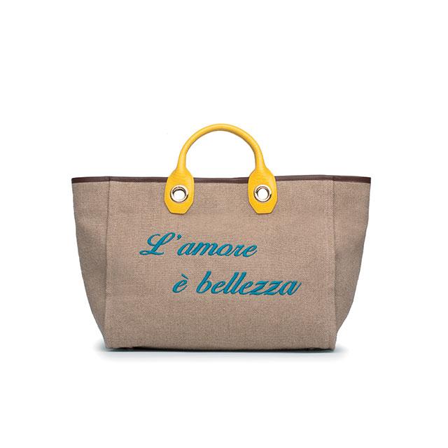 내추럴한 소재의 쇼퍼 백은 Dolce & Gabbana