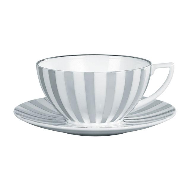 은은한 실버 스트라이프의 커피잔 세트는 Wedgwood