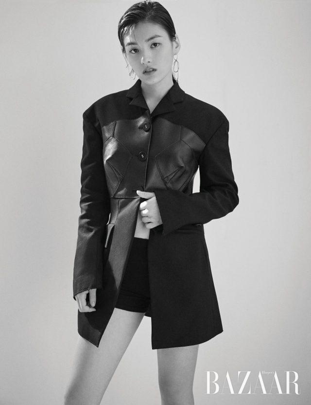 레더 포인트가 들어간 재킷은 Proenza Schouler, 귀고리는 모두 Numbering 제품.