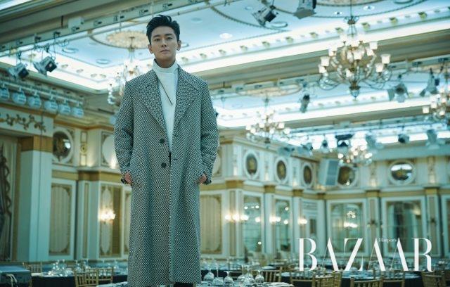 이너와 코트는 모두 Givenchy 제품.