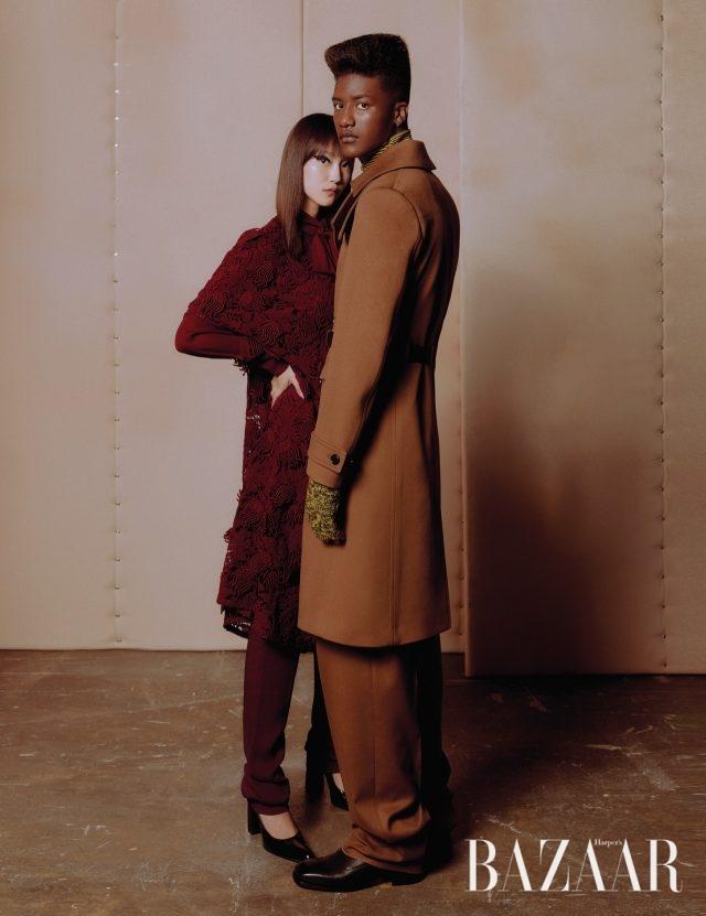 (왼쪽부터) 징징유가 입은 아플리케 드레스, 보타이 셔츠, 팬츠는 모두 가격 미정으로 Valentino, 펌프스는 가격 미정으로 Balenciaga 제품. 한현민이 입은 벨티드 코트, 팬츠, 터틀넥 니트, 암워머는 모두 가격 미정으로 Dior Homme 제품.