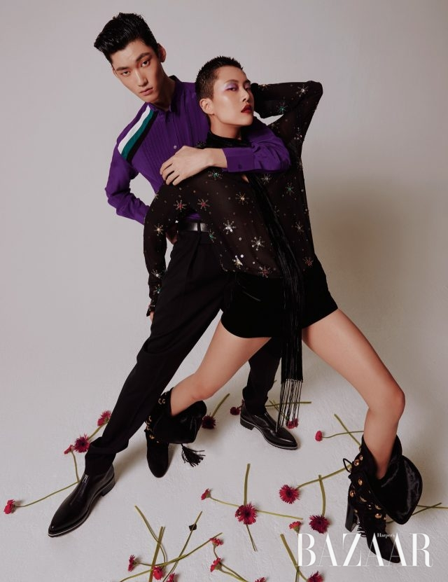(왼쪽부터) 정용수가 입은 셔츠, 팬츠, 집업 앵클부츠는 모두가격 미정으로 Givenchy 제품. 정소현이 입은 스팽글 장식 셔츠는 가격 미정, 쇼츠는 151만원,벨벳 스카프는 64만원, 스터드 장식 슬라우치 부츠는 1천610만5천원으로 모두Saint Laurent by Anthony Vaccarello 제품.