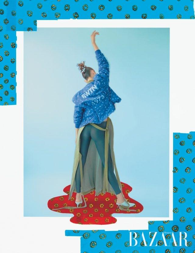 일러스트가 그려진 플리스 재킷은 KOLONSPORT × Fleamadonna, 레깅스는 KOLONSPORT, 퀼팅 디테일의 랩 원피스는 Fleamadonna 제품.