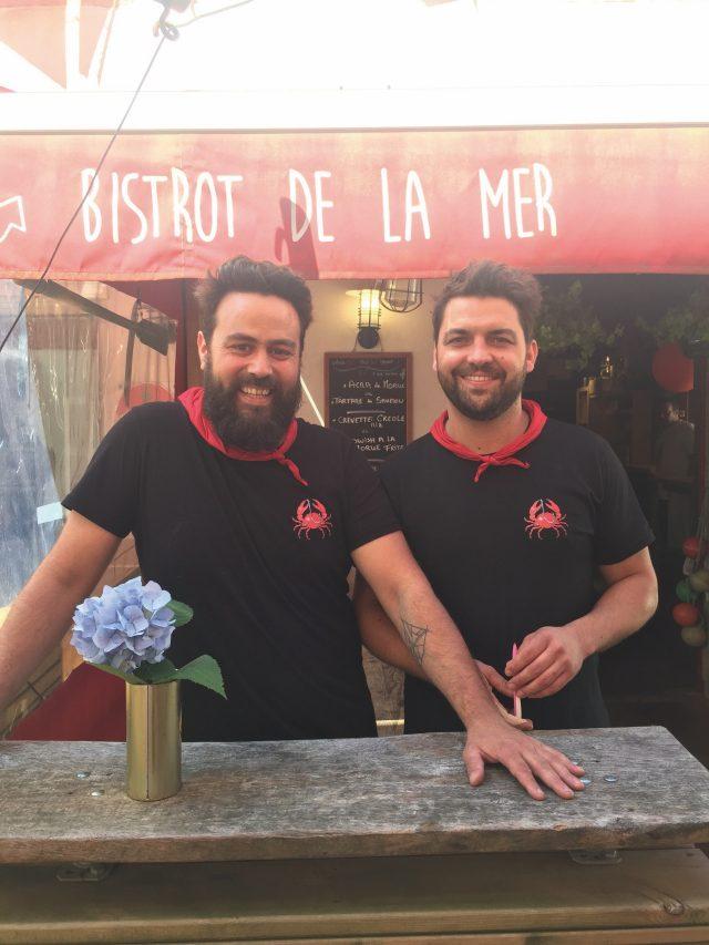 라 보에트 레스토랑의 두 남자, 아르노와 발렝탕.