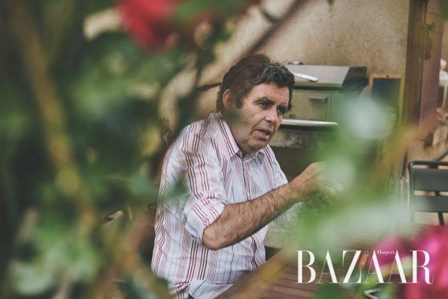 자신의 와인에 대한 확실한 신념을 가지고 있는 장 크리스토프가 우리에게 내추럴 와인에 대해 설명 해주고 있다. 3 푸르른 바르(Var)의 하늘 아래 다른 식물들과 어우러져 자유롭게 자라고 있는 장 크리스토프의 포도나무들.