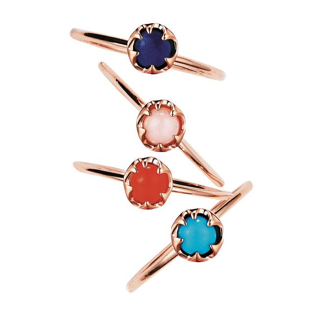 다양한 원석이 세팅된 반지는 각각 17만9천원으로 RoseeDor