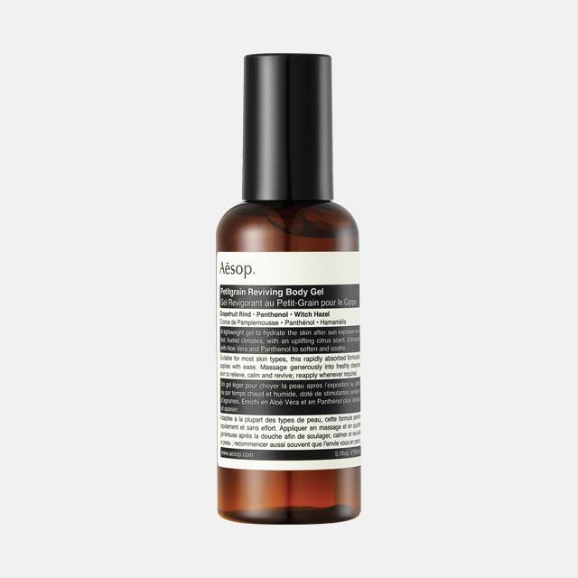 Aesop 페티그레인 리바이빙 바디 젤알로에 베라와 판테놀 성분이 햇빛에 자극 받은 피부를 진정시키고 영양을 공급한다. 5만2천원.