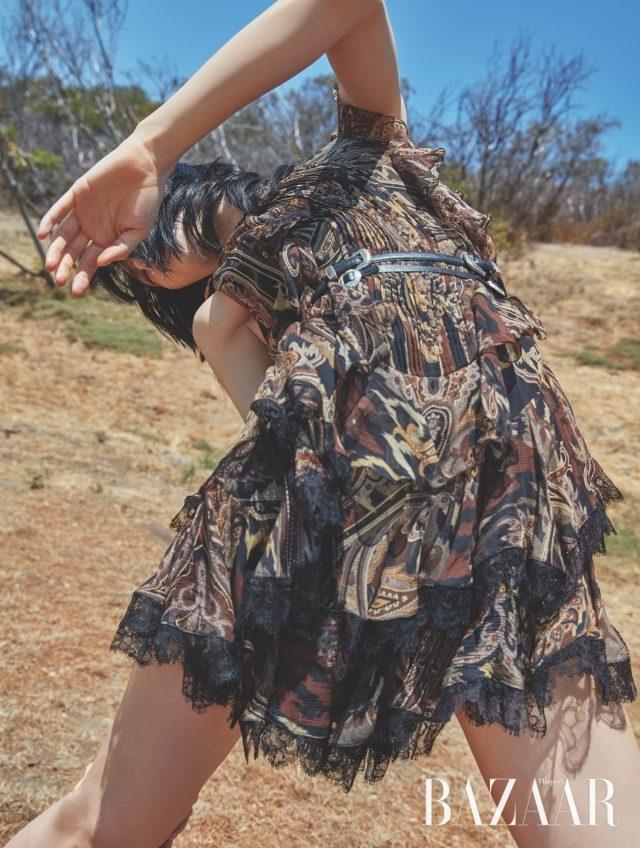 레이스 장식 미니 드레스는 가격 미정으로 Etro 제품.