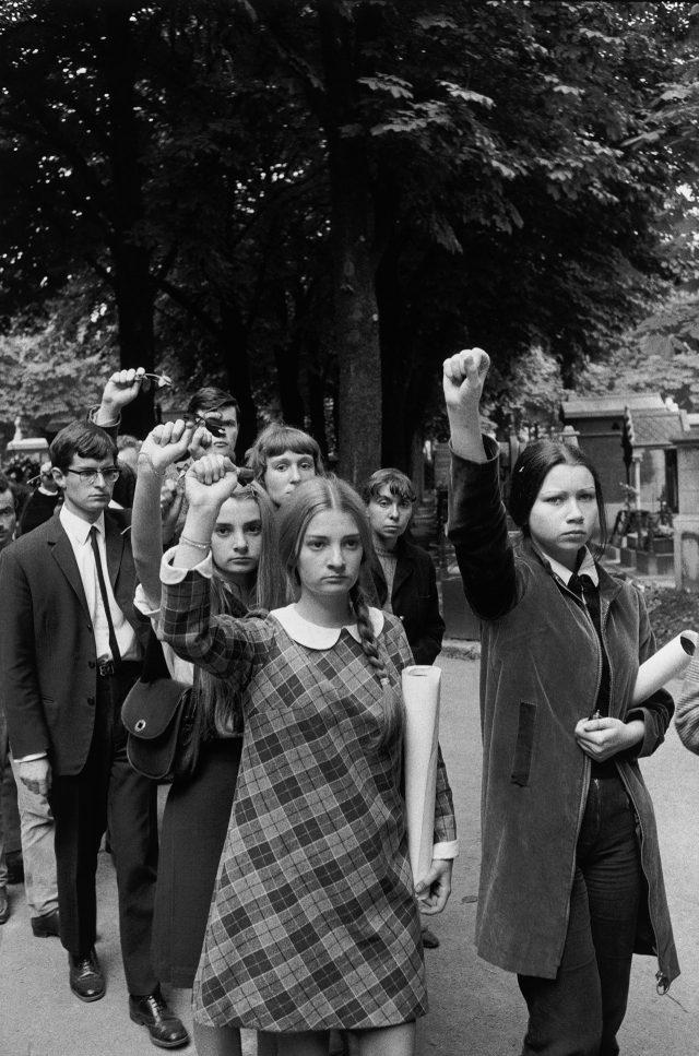 1968년 5월, 파리의 거리는 기성세대와 사회의 부조리에 대항하는 학생들의 숭고한 열정과 함성으로 들끓었다.