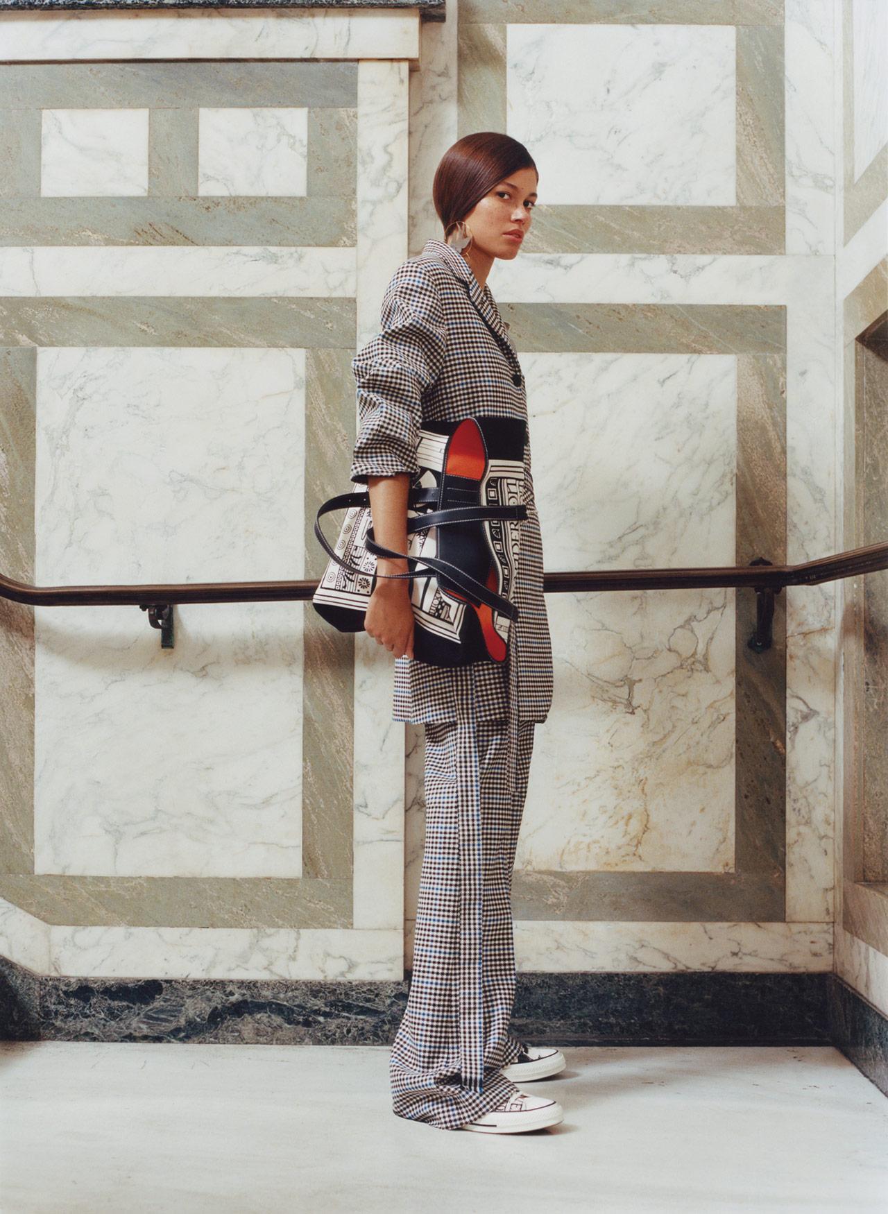 앤더슨이 한국 여성들에게 추천해준 테일러드 수트 룩.