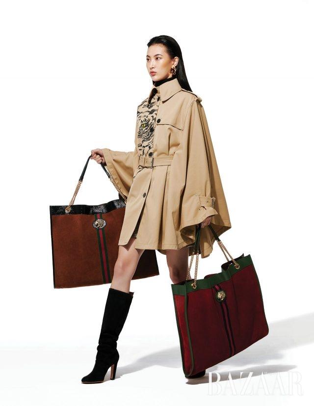 타이거 헤드 장식 스웨이드 오버사이즈 백은 가격 미정으로 모두 Gucci, 타이거 프린트의 케이프 트렌치코트는 348만원으로 Valentino, 터틀넥 니트는 가격 미정으로 Ports 1961, 미니스커트는 155만원으로 Fendi, 귀고리는 3만9천원으로 & Other Stories, 반지는 가격 미정으로 Herm`es, 스웨이드 슬라우치 부츠는가격 미정으로 Stuart Weitzman 제품.