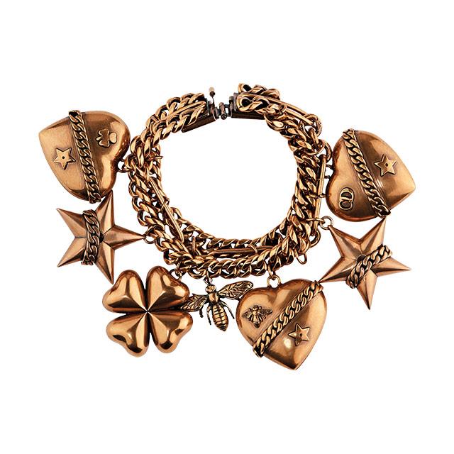 로고를 모티프로 한 귀고리는 가격  미정으로 Givenchy