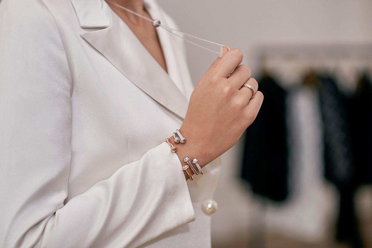 로즈 골드에 다이아몬드를 세팅한 포제션 링은 519만원으로 Piaget.포제션 오픈 뱅글 브레이슬릿은 675만원부터 1천 490만원으로 Piaget.