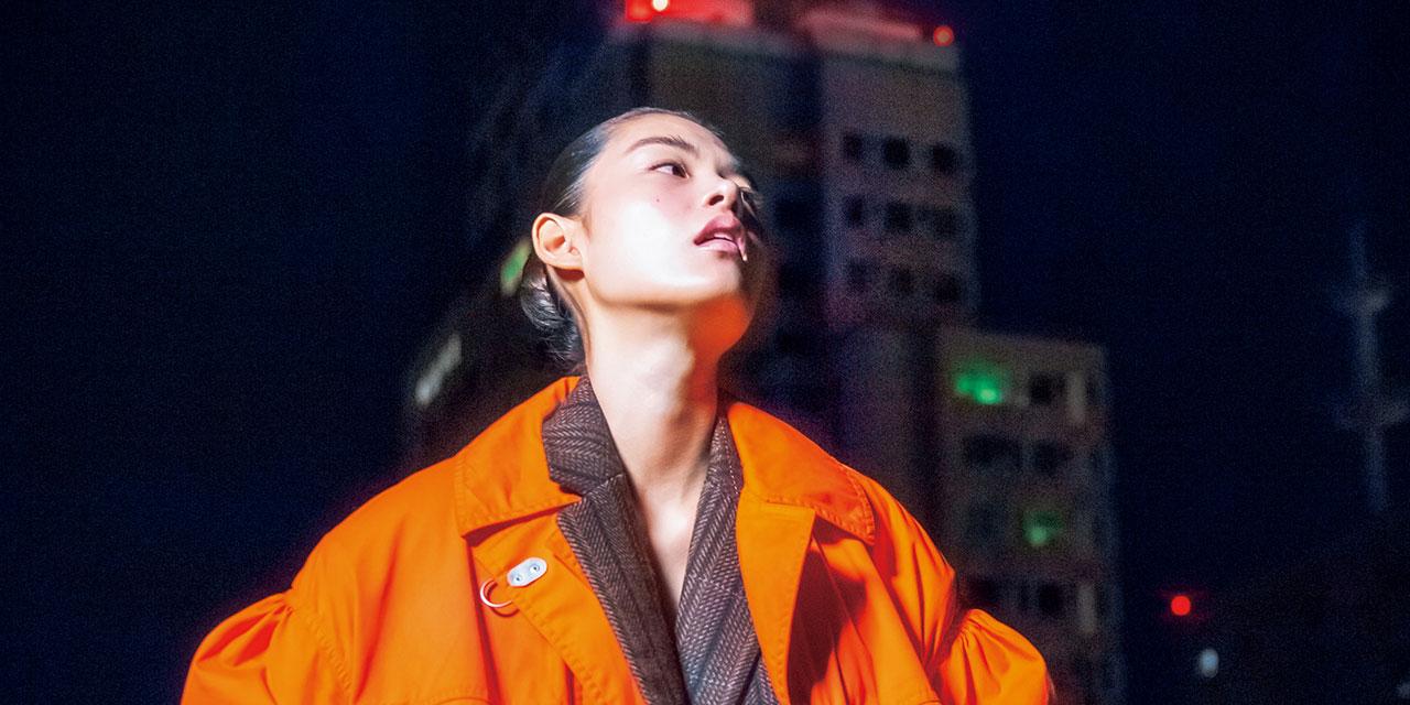 낯설고 불안하지만 일상적인 도시의 밤 그리고 빛의 감각.