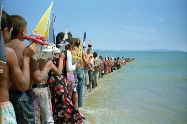 '지브롤터 항해일지', 2008, 지브롤터 해협, 모로코-스페인, 2 채널 비디오 프로젝션, 각 7분 44초.