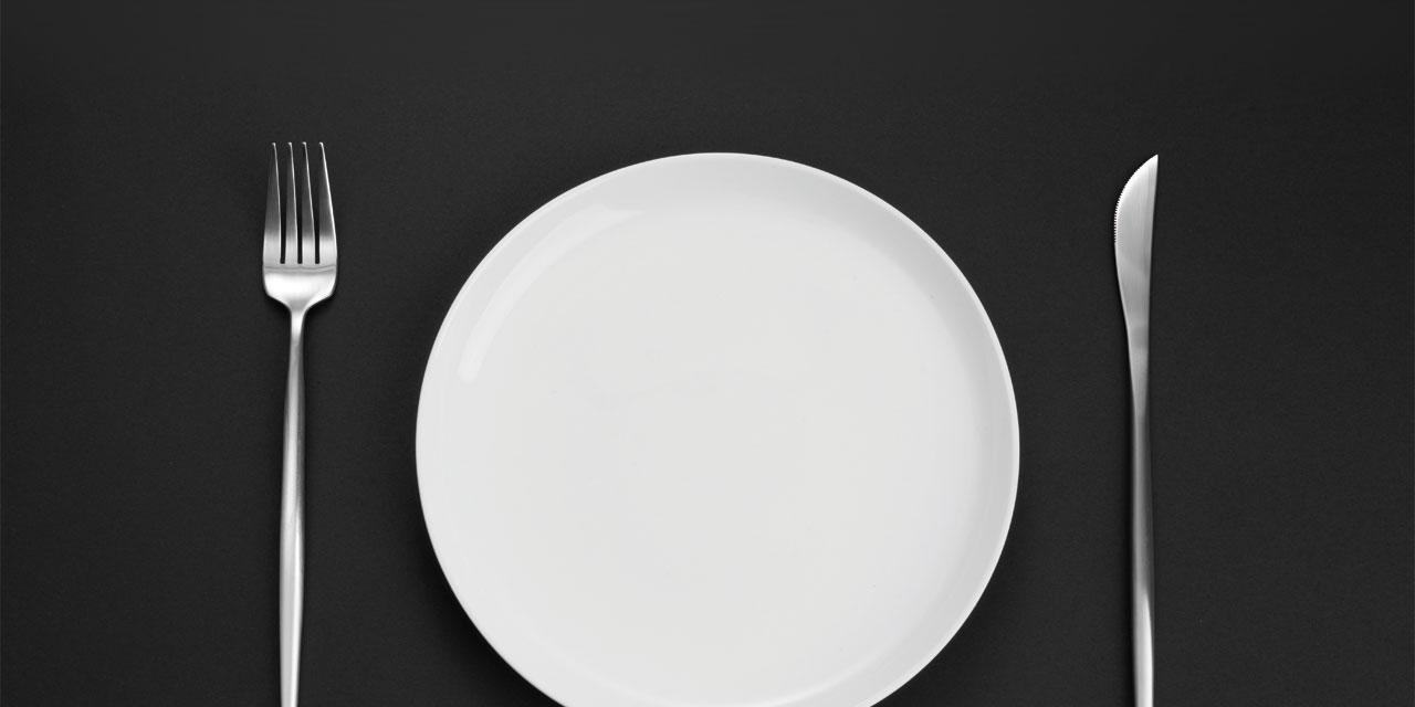 혼자서 어디까지 차려 먹을 셈이냐는 사람들의 타박에도 불구하고, 매일 반복되는 의식처럼 공을 들여 나를 위한 식사를 준비하는 데에는 나름의 이유가 있다.