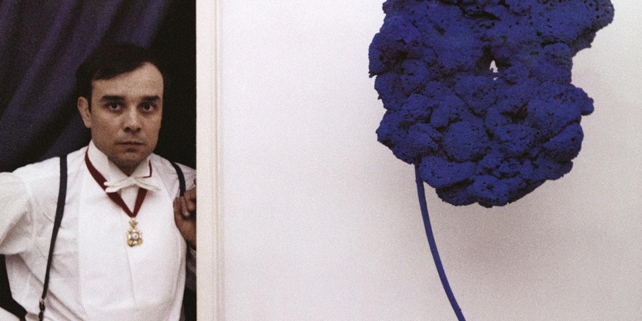 영국 블레넘 궁에서 이브 클라인의 '인터내셔널 클라인 블루'가 형형한 빛을 발한다.