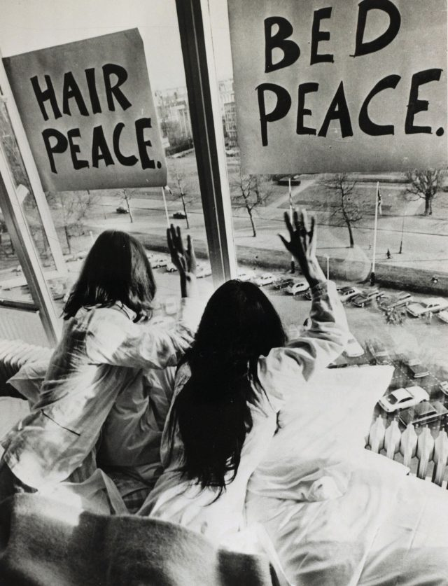 오노 요코와 존 레논의 퍼포먼스 작품 'bed-in', 1969.