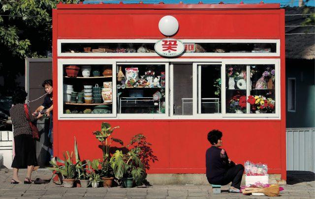 올리버 웨인라이트(Oliver Wainwright)의 텀블러에 올라온 북한의 인테리어 사진.