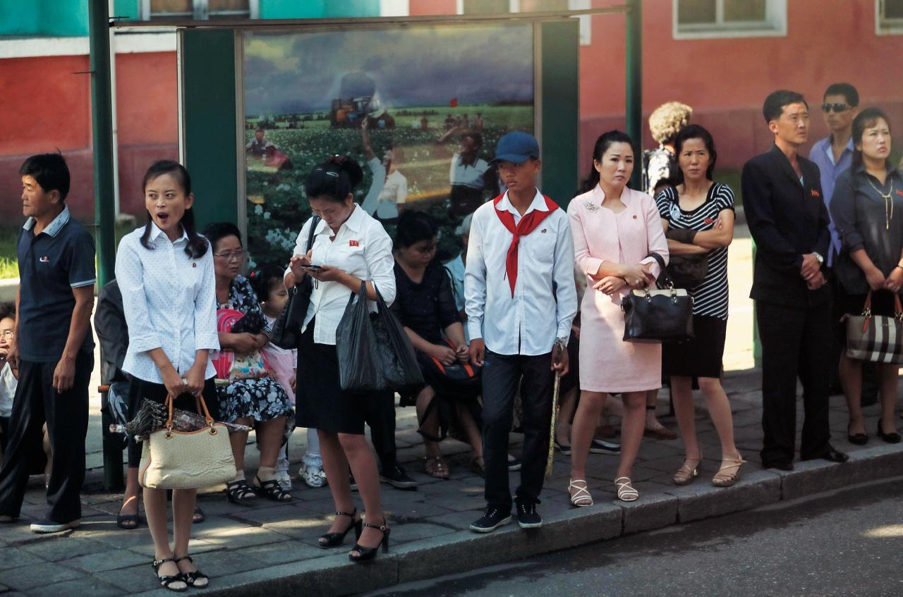 세계에서 가장 신비한 나라, 오지 아닌 오지의 나라, 북한이 조금씩 베일을 벗고 있다. 이 시점에서 우리가 북한 패션에 대해 기대하는 바.
