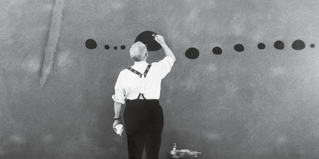 올 하반기 파리 최고의 블록버스터 전시는 10월 3일부터 내년 2월까지 그랑 팔레에서 열리는 호안 미로의 회고전이다. 1974년 마지막 회고전이 열린 후 44년 만에 돌아온 호안 미로의 전시에 파리는 말 그대로'컴백 미로'를 외치고 있다. 미로의 작품 세계를 관통하는 무려 150여 점이 출품되는 기념비적인 전시를 무대에 올린 책임 큐레이터 장 루이 프라(Jean-Louis-Prat)에게 이번 전시의 의미를 물었다.