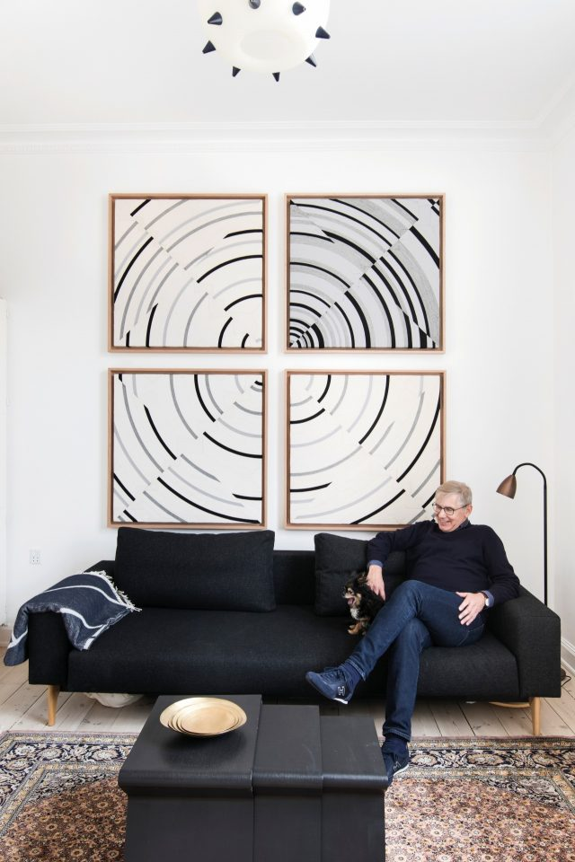 스틴 바크만과 그의 애견 애플의 모습.멕시코 출신 에두아르도 테라자스의 작품 'Possibilities of a Structure: Cosmos 1.1.26'(1975-2015). 작가는 지난 1968년 멕시코 올림픽 때 공식 포스터 등을 디자인했다.