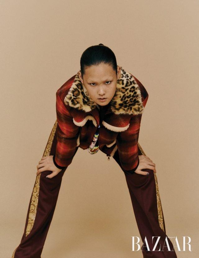 재킷은 123만원 N°21, 스웨트셔츠는 145만원 Ashish by Mue, 팬츠는 70만원대 Hillier Bartley by Matchesfashion.com.
