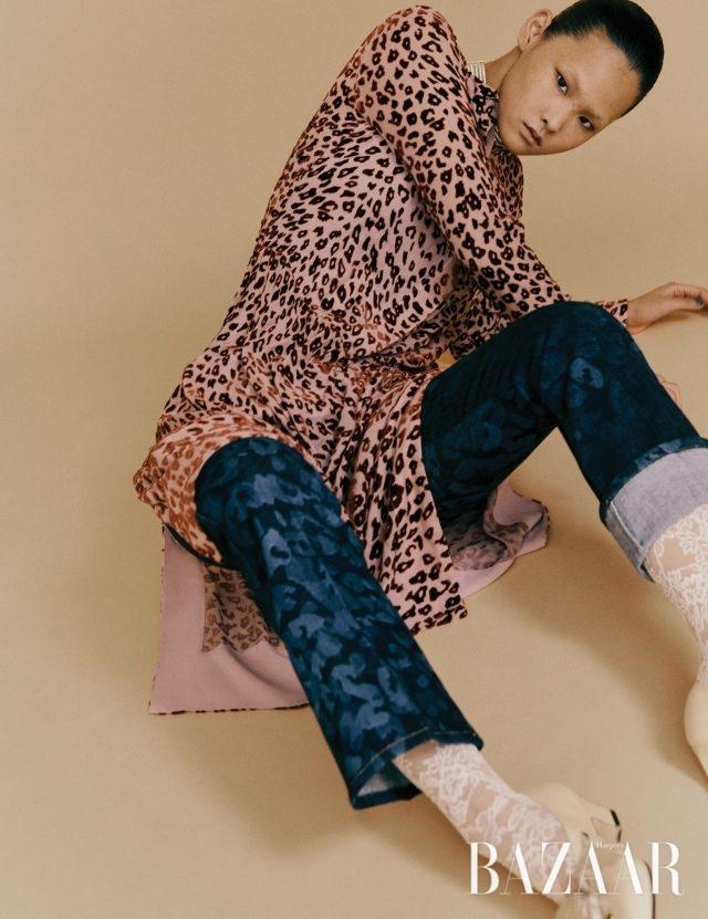 드레스는 99만5천원 Rag & Bone by Beaker, 팬츠는 98만원 Sonia Rykiel, 타이츠는 가격 미정, 슈즈는 115만원 모두 Gucci, 초커는 가격 미정 Nina Ricci.