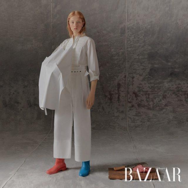 셔츠는 9만9천원 H&M, 팬츠는 Eudon Choi, 귀고리는 Givenchy, 부츠는 Stuart Weitzman, 앞치마는 에디터 소장품.
