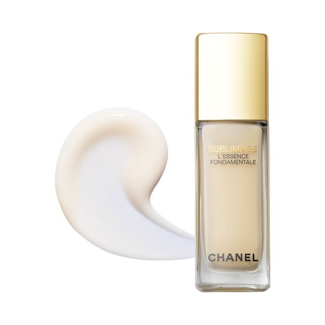 Chanel 수블리마지 레쌍스 퐁다멘딸 강력한 스킨케어 효과로 하나만 써도 충분하다. 61만3천원.