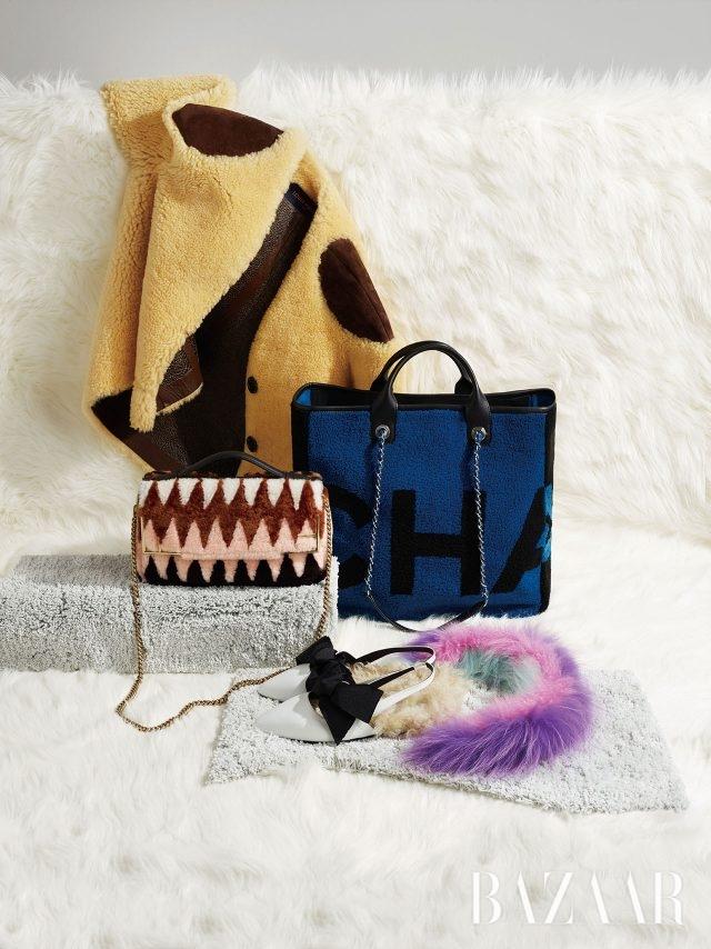 (위부터) 재킷은 가격 미정 Louis Vuitton, 쇼퍼 백은 가격 미정 Chanel, 체인 백은 509만원 Fendi, 슬링백 슈즈는79만원 Marques Almeida by BOONTHESHOP,머플러는 75만원 Leur Logette by My Boon.