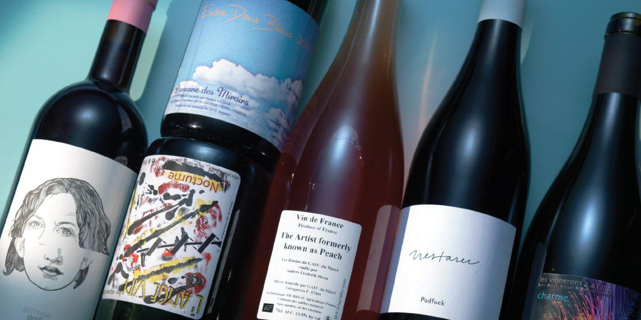 """내추럴 와인의 인기는 전 세계적인 흐름이다. 개성 있고 직관적인 술의 맛을 알게 된 사람들은 지금 이렇게 말하고 있다. """"이제 예전으로 돌아갈 수 없을 것 같아."""" 우리가 내추럴 와인에 빠진 이유."""