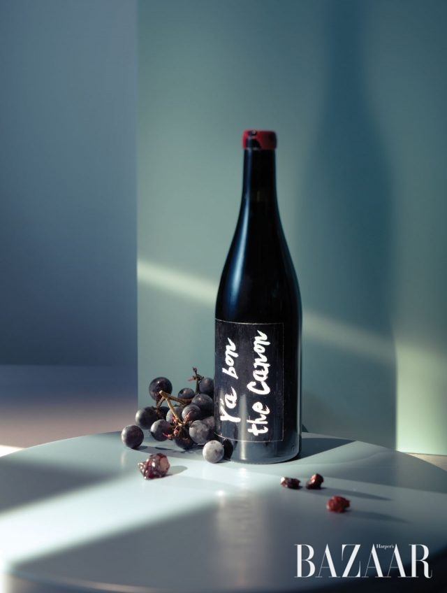 프랑스 보졸레 지방에서 많이 나는 가메 포도로 만들고 오가닉 와인 인증도 받은 앤&장 프랑소와 가네바 와이너리의 'Y'a Bon The Canon'.