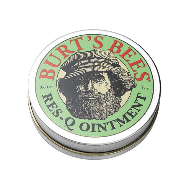 Burt's Bees 레스-큐 오인트먼트 피부 진정 효과가 뛰어난 허브 성분을 담은 멀티 밤. 특히 아웃도어 활동에 유용하다. 15g 1만8천원.