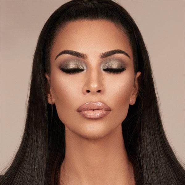 자신만의 확실한 시그너처 메이크업이 있는 킴 카다시안이 KKW 뷰티와 만나 'Glam Bible Smokey Volume'을 출시한다. 이름 그대로 글래머러스한 룩을 닮고 싶다면 kkwbeauty.com을 방문해볼 것.