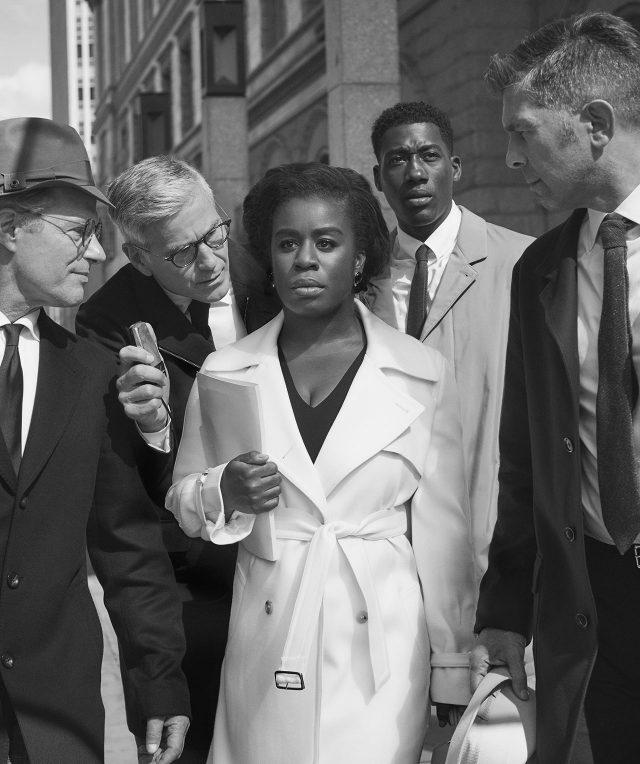 우조 아두바가 흑인 여성으로는 최초로 미국 대학생이 된 헌터-고의 대학 첫날의 모습을 재현하고 있다.트렌치코트, 드레스는 모두 MaxMara. 남성복은 모두 Loro Piana, 귀고리는 스타일리스트 소장품. (사진/ Joseph Scherschel/ The Life Picture Collection/ Getty Images)