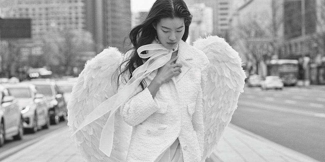 서늘한 도시에 내려온 순백의 천사.