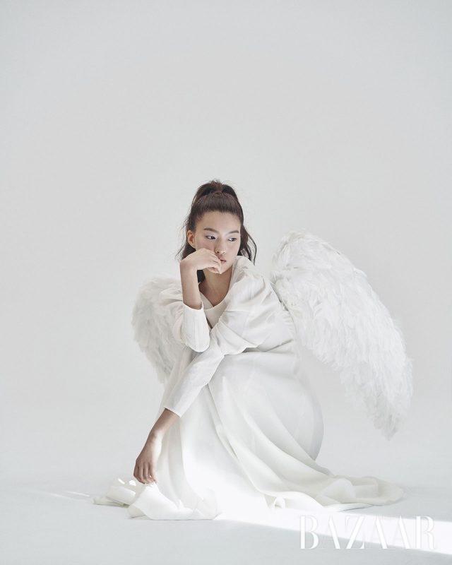 드레스는 Rejina Pyo.