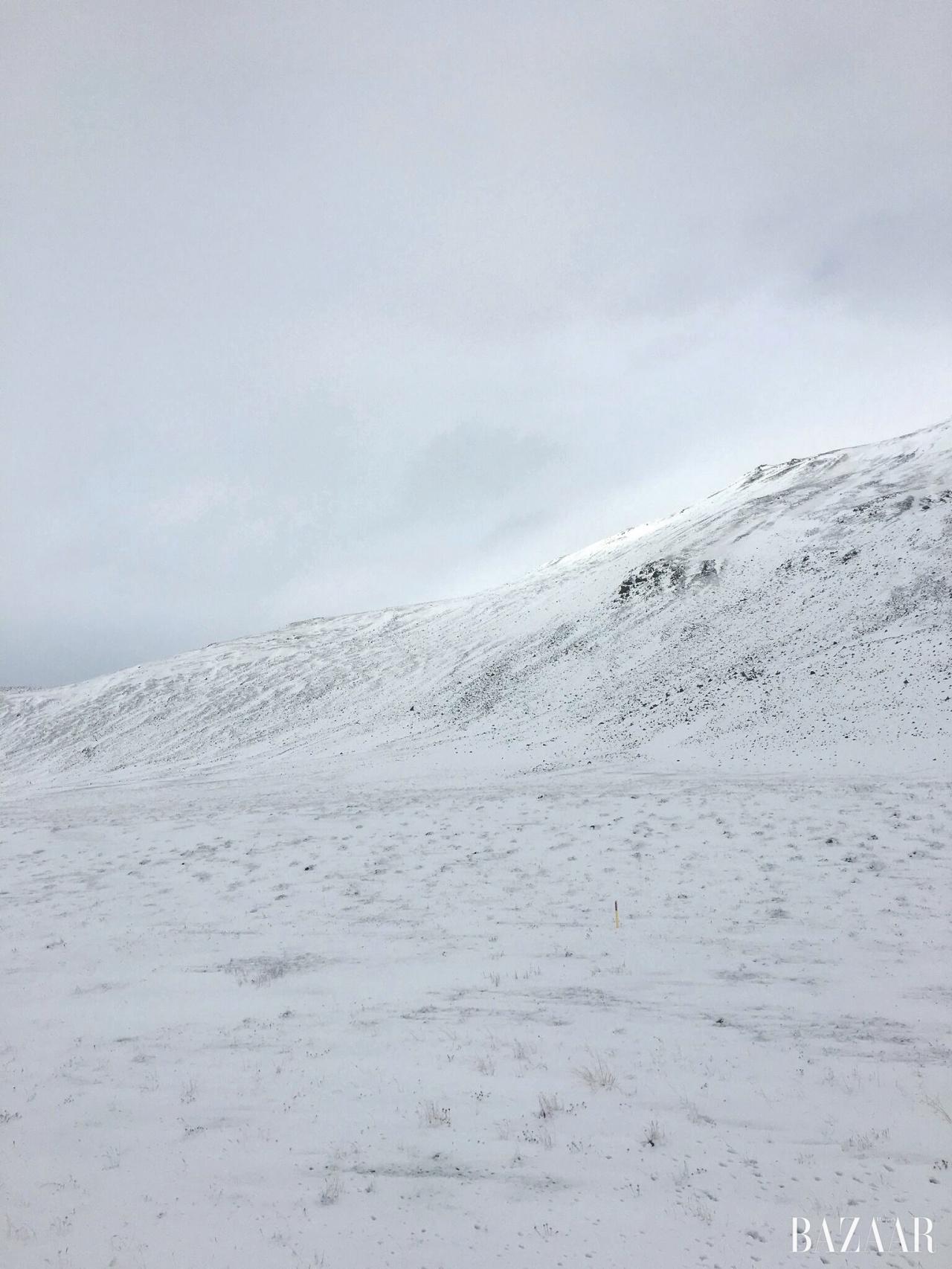 그림스타드에서 바라본 아름다운 설산 풍경.